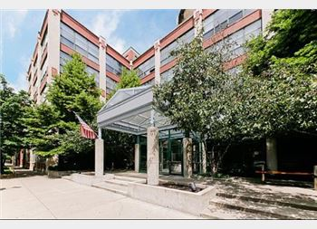 1800 W Roscoe Unit 424, Chicago, IL 60657