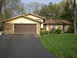 610 Green Briar, Lindenhurst, IL 60046