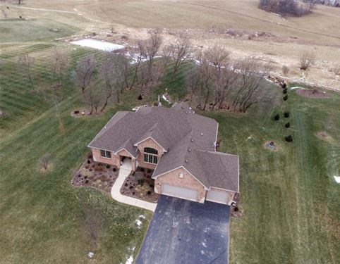 7535 N Winding Oak, Stillman Valley, IL 61084