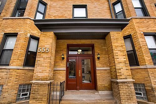 555 W Briar Unit 201, Chicago, IL 60657
