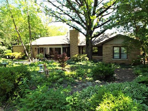 213 W Lake Shore, Oakwood Hills, IL 60013
