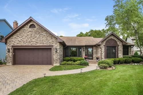 2070 N Oak Wood, Arlington Heights, IL 60004
