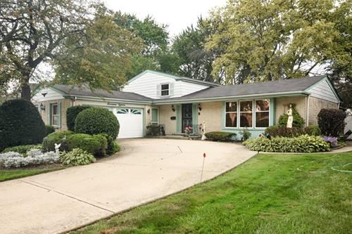 1718 S Surrey Ridge, Arlington Heights, IL 60005