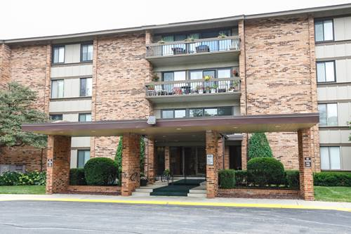 101 Lake Hinsdale Unit 200, Willowbrook, IL 60527