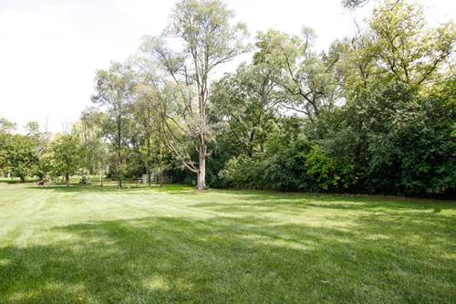 516 65th lot b, Willowbrook, IL 60527