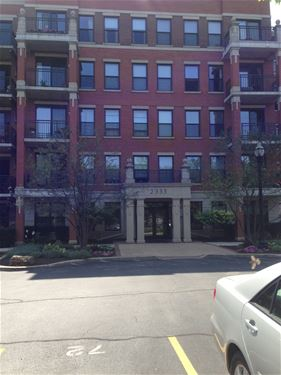 2335 W Belle Plaine Unit 109, Chicago, IL 60618