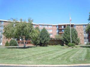 16 E Old Willow Unit 225, Prospect Heights, IL 60070