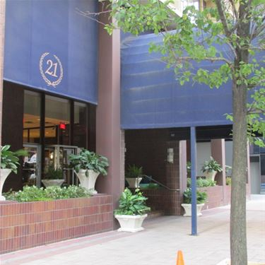 21 E Chestnut Unit 18H, Chicago, IL 60611 Gold Coast