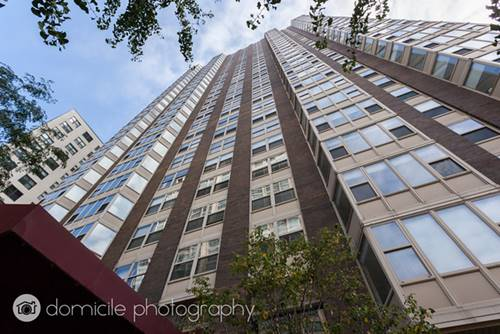 525 W Hawthorne Unit 2103, Chicago, IL 60657