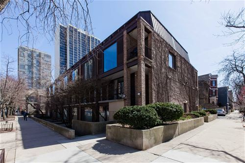 235 W Eugenie Unit M2, Chicago, IL 60614 Lincoln Park
