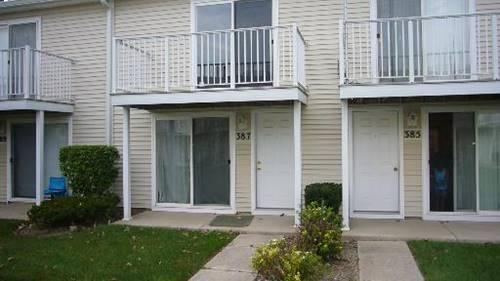 387 Meadow Green Unit 387, Round Lake Beach, IL 60073