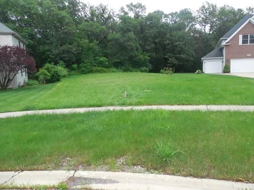 9021 Darien Woods, Darien, IL 60561