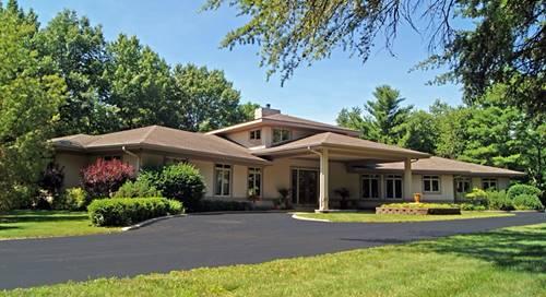 305 N Rose Farm, Woodstock, IL 60098