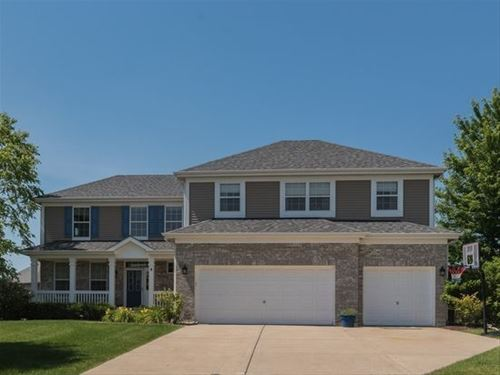 8 Birchwood, Lake In The Hills, IL 60156