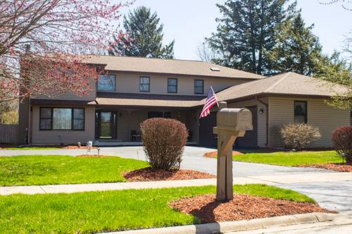 611 West End, Roselle, IL 60172