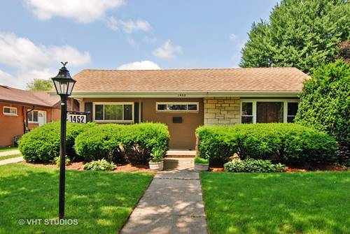 1452 Portsmouth, Westchester, IL 60154