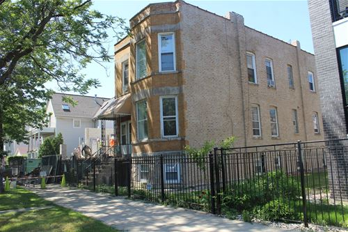 2418 W Lyndale, Chicago, IL 60647 Logan Square