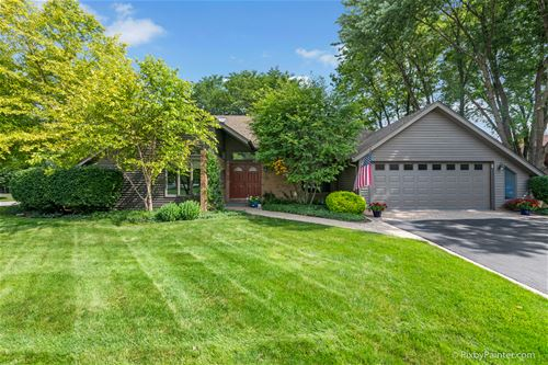 1623 Country Squire, Geneva, IL 60134