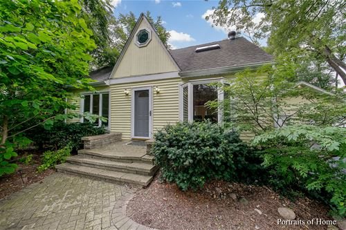 11 N Schoenbeck, Prospect Heights, IL 60070