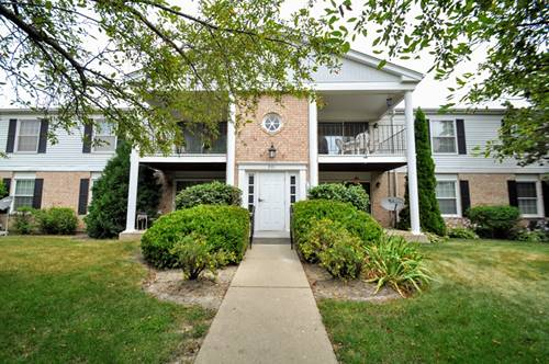 981 Golf Course Unit 2, Crystal Lake, IL 60014