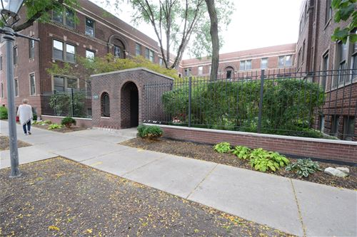 837 W Barry Unit GB, Chicago, IL 60657 Lakeview
