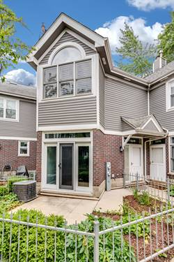 3321 N Racine Unit B, Chicago, IL 60657 Lakeview