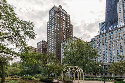 179 E Lake Shore Unit 302, Chicago, IL 60611 Streeterville