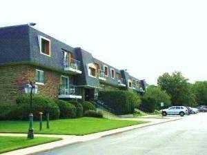 3857 N Parkway Unit 2B, Northbrook, IL 60062