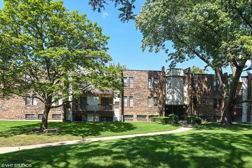 2208 Country Club Unit 24, Woodridge, IL 60517