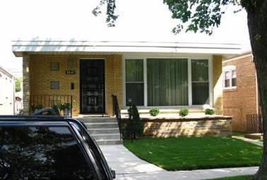 8847 S Paxton, Chicago, IL 60617