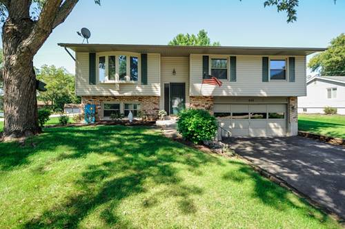505 Mohican Trail, Lake In The Hills, IL 60156