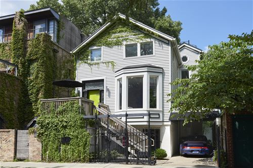 152 W Schiller, Chicago, IL 60610