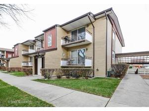 10524 S Keating Unit 203, Oak Lawn, IL 60453
