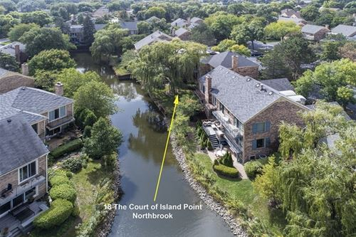 18 The Court Of Island, Northbrook, IL 60062