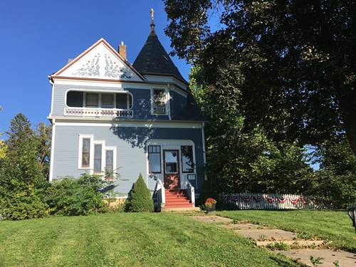 26 N Washington, Carpentersville, IL 60110