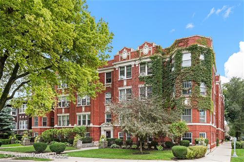 125 W Washington Unit 1, Oak Park, IL 60302