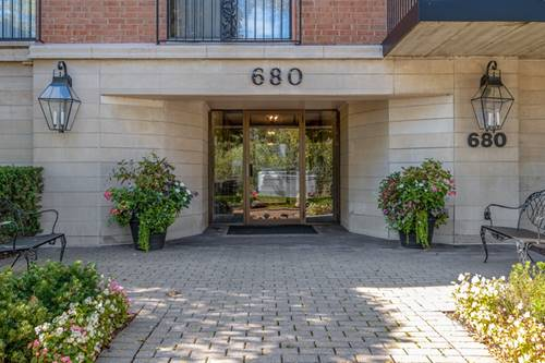680 Green Bay Unit 308, Winnetka, IL 60093