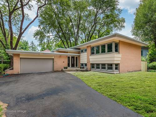 766 Strawberry Hill, Glencoe, IL 60022