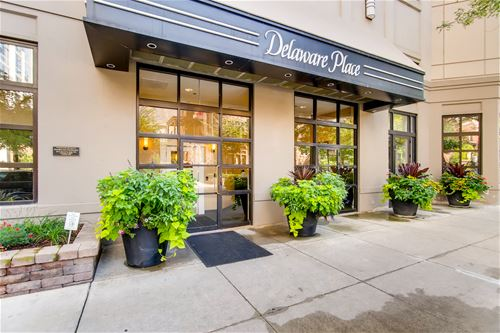 33 W Delaware Unit 11K, Chicago, IL 60610 Gold Coast