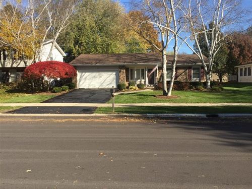 1716 Clyde, Naperville, IL 60565
