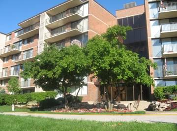 2 S Atrium Unit 203, Elmhurst, IL 60126