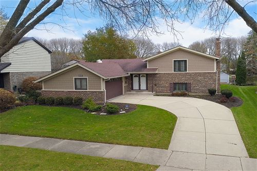 2607 N Stratford, Arlington Heights, IL 60004