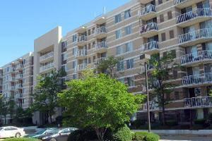 150 W St Charles Unit 325, Lombard, IL 60148
