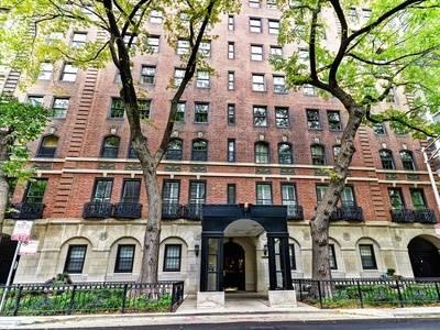 210 E Pearson Unit 15A, Chicago, IL 60611 Streeterville