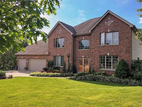685 Castlewood, Streamwood, IL 60107