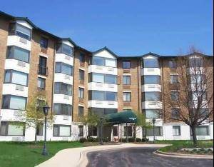 470 Fawell Unit 113, Glen Ellyn, IL 60137