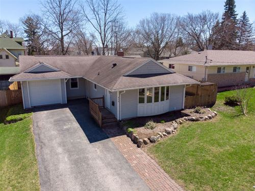 414 Becking, Woodstock, IL 60098