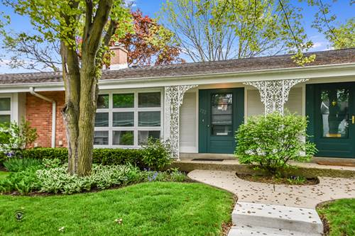 722 Carriage Hill, Glenview, IL 60025