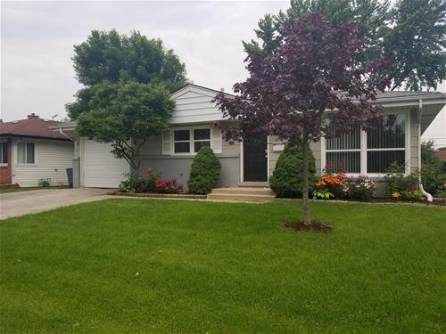 650 W Lake Manor, Addison, IL 60101