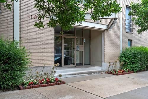 1100 W Cornelia Unit 137, Chicago, IL 60657